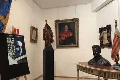 Some pieces from the Carles Recio exhibit, a bust and a portrait of himself.