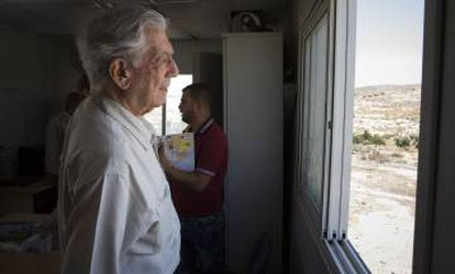 Vargas Llosa in the office that serves as the council building for Susiya.
