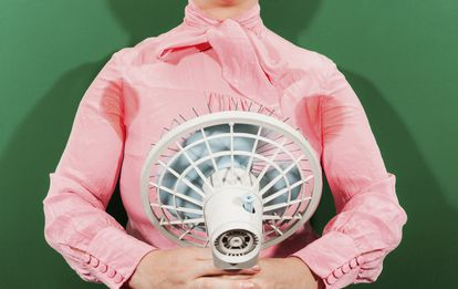 The fan works best with a certain amount of humidity in both the atmosphere and on people's bodies.