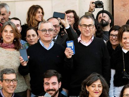 Journalists from the 'Diario de Mallorca' protest the court's decision.