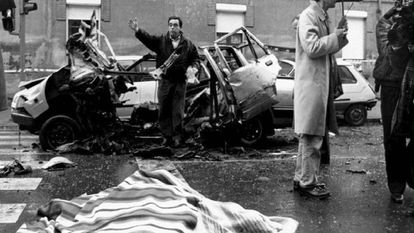 Damage from a car bomb set by ETA which killed Luciano Cortizo Alonso and severely injured his daughter.
