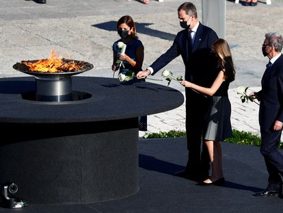 Spain's King Felipe, Queen Letizia and Princess Leonor place flowers during the state tribute to coronavirus victims.