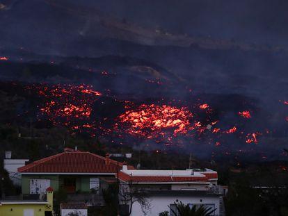 Lava from the new volcano on La Palma approaches homes in Los Llanos de Aridane.