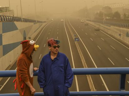 Youngsters dressed up in Tenerife for carnival during the recent sandstorm.