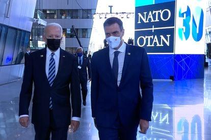 Joe Biden and Pedro Sánchez at the NATO summit this week.