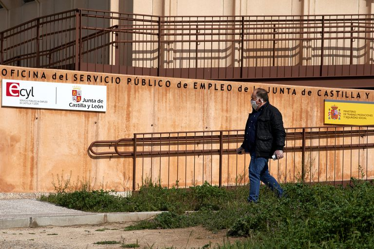 An unemployment office in Ávila.