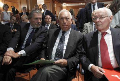 Ministers García-Margallo (c) and Méndez de Vigo with the director of the Cervantes, Víctor García de la Concha, at the presentation this week of SIELE.
