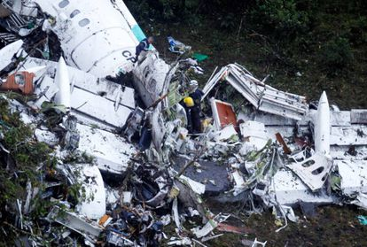The rescue operation after the plan crash near Medellín (Colombia).