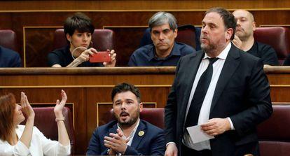 Oriol Junqueras (r) speaking in Congress in a file photo.