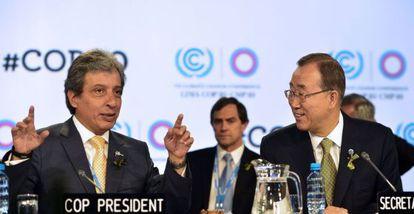 Ban Ki-moon (right) and COP President Manuel Pulgar.