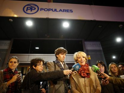 Esperanza Aguirre talks at an improvised press conference outside Madrid Popular Party headquarters.