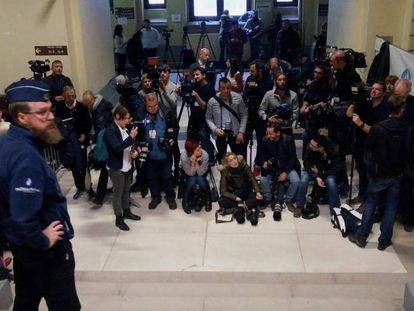 Journalists at the Belgian Palace of Justice for Puigdemont's hearing on Friday.