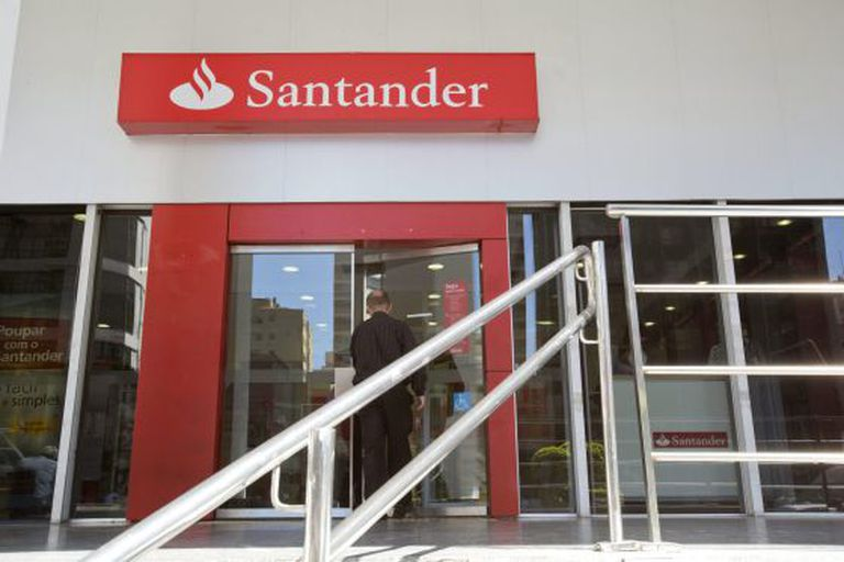 Santander is planning to close around 425 branches throughout Spain.