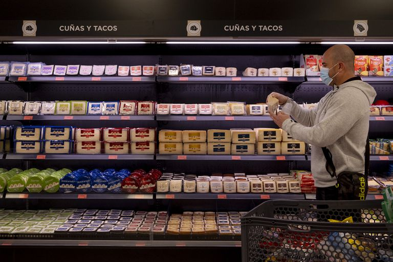 A local in Seville buying groceries during the coronavirus pandemic.