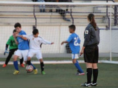 Female referee L. J. was also the victim of sexist insults during a regional match in March.