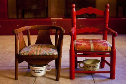 Children's chairs with a double function. Below: A chamber pot that makes reference to the February 23, 1981 coup attempt in Spain.