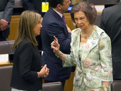 Queen Sofía (r) with Spanish Health Minister Ana Mato at the annual session of the Unicef executive board in New York.