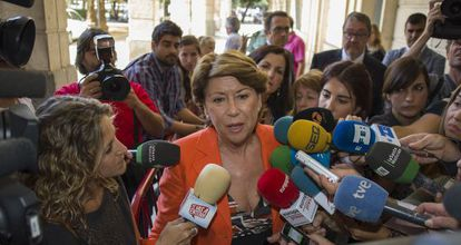 Magdalena Álvarez speaks to reporters after testifying last October before Judge Mercedes Alaya.
