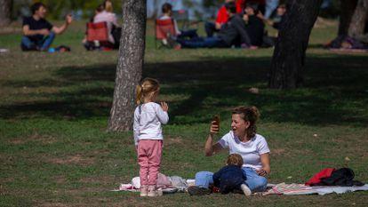 A family in the Casa de Campo park in Madrid.