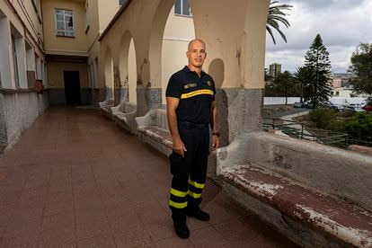 Firefighter boss Mario Beltrán at the headquarters of the Gran Canaria Firefighters.