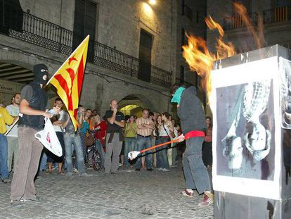 A photograph of the Spanish royals getting burnt in Girona in 2007.