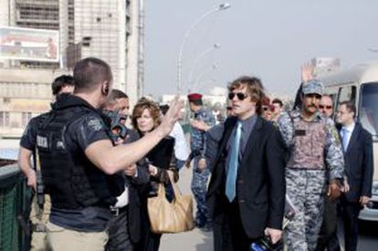 Judge Santiago Pedraz (in sunglasses) in Baghdad to view the site of the shelling.