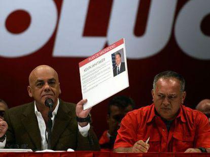Jorge Rodríguez and Diosdado Cabello describing the alleged murder plot.
