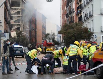 Emergency teams assisting the injured on Toledo street.