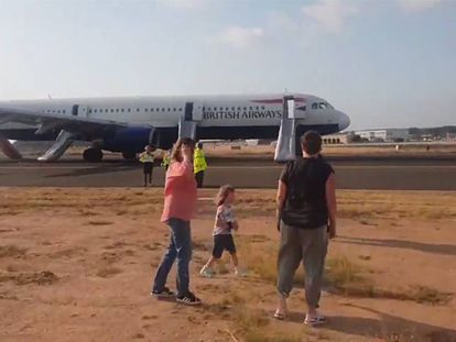 Footage from one of the passengers of the forced landing.