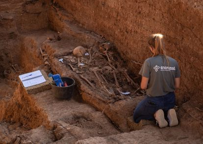 An ongoing exhumation at Pico Rejo in Seville, a mass grave thought to hold over 1,000 bodies.