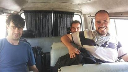 José Manuel López, Ángel Sastre and Antonio Pampliega, in Syria before their kidnap.