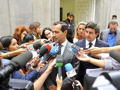 Salvador Victoria talks to the press outside the Supreme Court in August 2013.