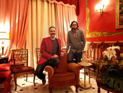 Directors Alberto Puraenvidia and José Martret (with glasses).