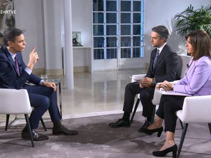 Pedro Sánchez during the television interview with RTVE.