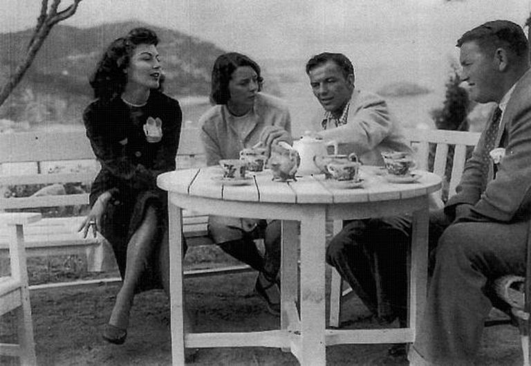 Ava Gardner (left) with the wife of Frank Grant, MGM's representative in Spain, Frank Sinatra and Grant during the shooting of 'Pandora' in Catalonia.