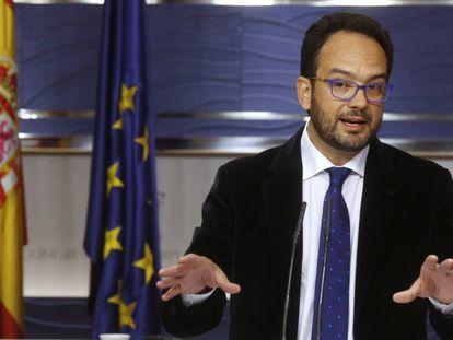Socialist spokesman Antonio Hernando says no to a PP budget.