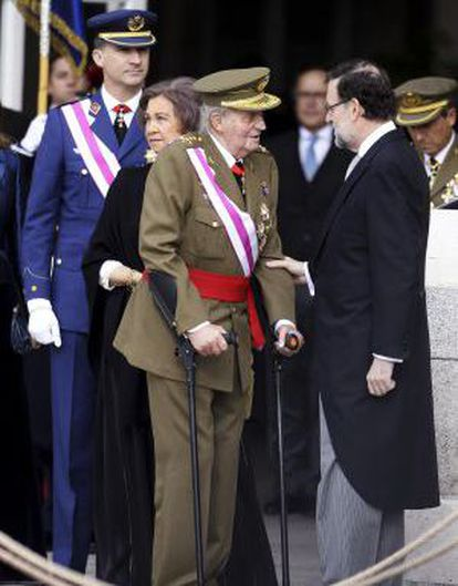 Left to right, Prince Felipe, Queen Sofía, King Juan Carlos and PM Mariano Rajoy at a military parade.