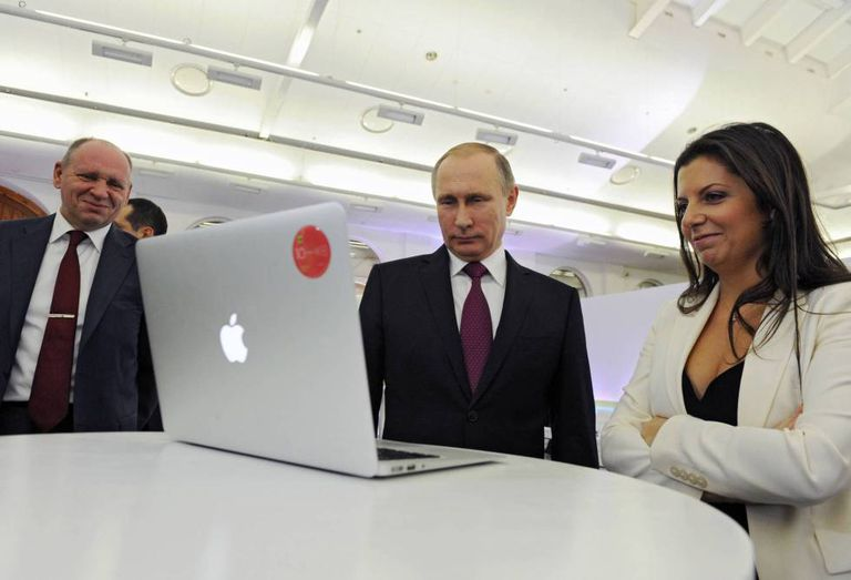 Margarita Simonyan and Vladimir Putin in 2015.