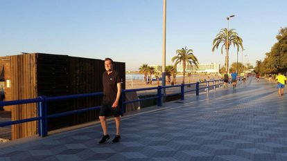Former PM Mariano Rajoy out for a walk in Alicante.