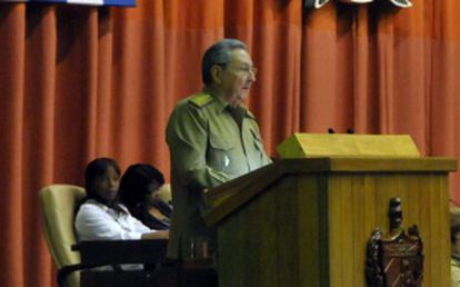 Raúl Castro seen speaking before the National Assembly.