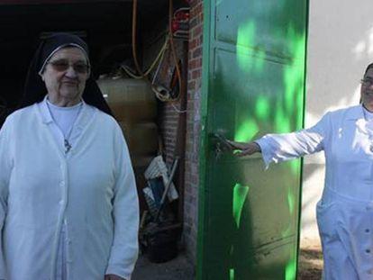 Two nuns at the Villa Santa Teresa residence in Ávila.