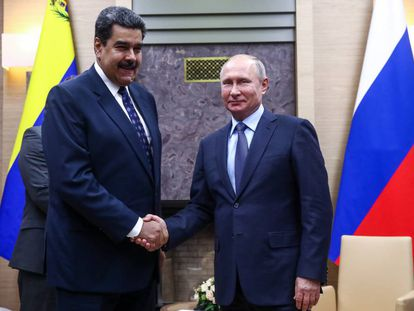 Venezuela's President Nicolas Maduro (l) and Russia's President Vladimir Putin (r) shake hands during a meeting at the Novo-Ogaryovo residence on December 5, 2018.