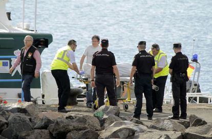 A Civil Guard patrol recovers a body from the water that was spotted by a helicopter