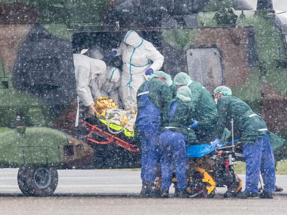 A coronavirus patient in Germany is transferred by helicopter to hospital.