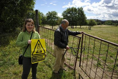 Janet Ortiz and her father on the land a fracking firm threatened to expropriate.