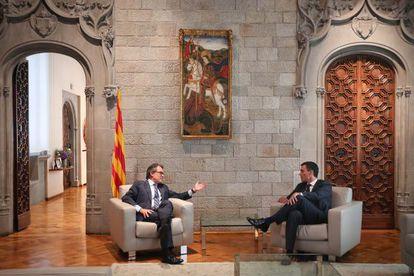 Artur Mas (left) and Pedro Sánchez met on Wednesday.