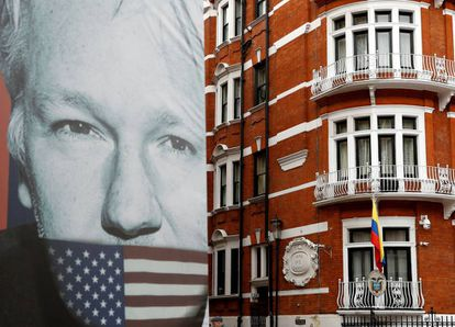 An image of Julian Assange next to the Ecuadorean embassy in London.