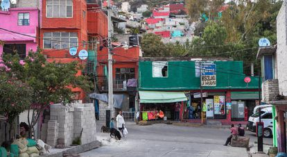 Youngsters hang out on the streets of Los Bordos, Ecatepec.