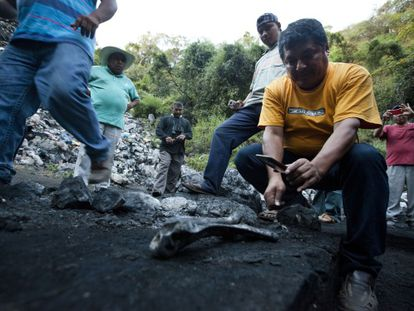 Miguel Ángel Jiménez, searching for remains at a trash dump in Cocula.