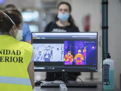 A health control at Barcelona's El Prat airport, in a file photo from June 2020.